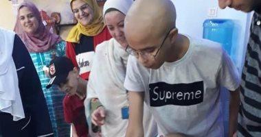 تكريم طالب مريض بالسرطان لحصوله على 97% فى الثانوية العامة بطنطا