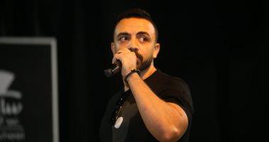 """بعد """"بسبوسة"""" مع أكرم حسنى.. عماد كمال يقدم """"طلعنى على المسرح"""""""