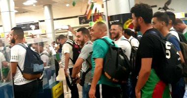 مطار القاهرة يستقبل 12 طائرة لمشجعى الجزائر لحضور نهائى أفريقيا.. صور