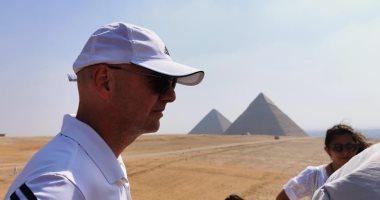 صور.. رئيس الفيفا: حين بنى المصريون الأهرمات كان العالم يعيش فى كهوف