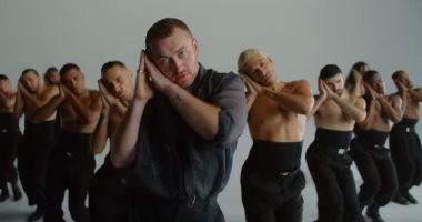 "فيديو وصور.. سام سميث يترجم مشاهده بـ""الرقص"" فى كليب How Do You Sleep"