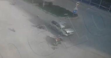 شاهد.. سيارة مسرعة تصطدم بدراجة نارية أمام إشارة مرور فى تركيا