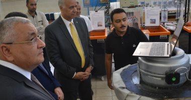 رئيس جامعة الإسكندرية يتفقد مشروعات التخرج لطلاب قسم الهندسة الميكانيكة