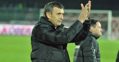 سكتة قلبية تهاجم مدرب دينامو بوخارست خلال مباراة بالدوري الروماني