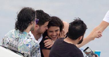 شاهد بريانكا شوبرا تحتفل بعيد ميلادها الـ 37 فى البحر مع نيك جوناس