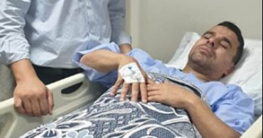 صور.. خالد الغندور فى المستشفى بعد تعرضه لوعكة صحية