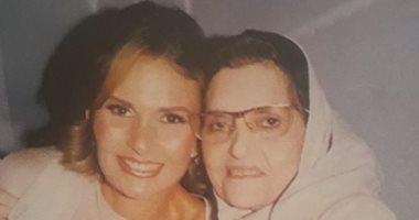 """""""حبيبه أمها""""..صورة للفنانة يسرا مع والدتها"""