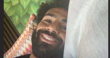 """محمد صلاح يرفع شعار """"اضحك الصورة تطلع حلوة"""" قبل بداية الدورى الإنجليزى"""