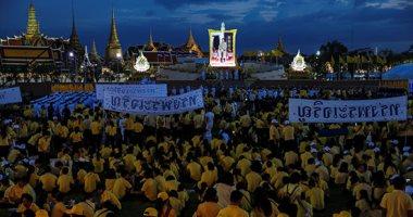 احتفالات بالشوارع فى عيد ميلاد ملك تايلاند