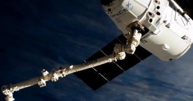 """شاهد.. لحظة التحام مركبة """"سبيس إكس"""" بمحطة الفضاء الدولية"""