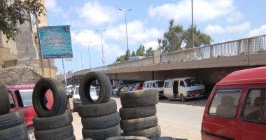 صور.. إشغالات الطريق تغلق مدخل الطريق الزراعى للإسكندرية