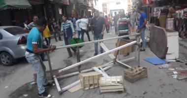 صور.. حملات مكبرة وغرامات فورية لإزالة إشغالات الطريق شرق الإسكندرية