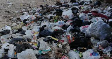 قارئ يشكو انتشار القمامة بشارع التأمين بمحافظة أسيوط