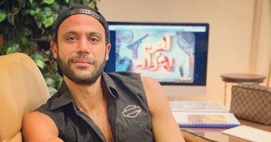 """بهذه الكلمات .. محمد إمام يشوق جمهوره لفيلمه الجديد """"لص بغداد"""""""