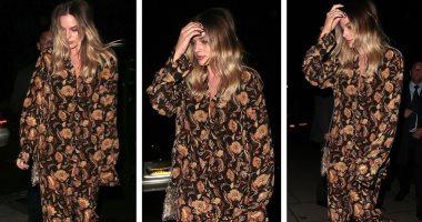 """شاهد.. مارجوت روبى تظهر بملابس أشبه بـ""""البيجاما"""" من تصميم Matteau"""