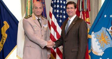 وزير الدفاع  يعود للقاهرة بعد زيارة رسمية للولايات المتحدة لبحث مجالات التعاون المشترك