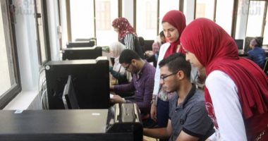 توافد الطلاب على معامل جامعة عين شمس لتسجيل الرغبات برابع أيام المرحلة الثانية
