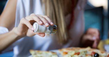 FDA الأمريكية تصدر إرشادات جديدة لتقليل الملح في الأطعمة المصنعة