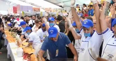فيديو.. طهى ساندويتش طوله 72 متراً فى 3 دقائق بالمكسيك