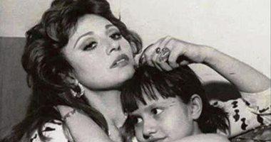 صور نادرة من حياة مديحة كامل مع حفيدها وشادية.. من الميلاد حتى آخر العمر