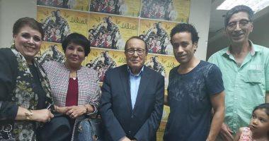 """صور.. محمد فاضل وزوجته فردوس عبد الحميد يحضران العرض المسرحى """"المتفائل"""""""