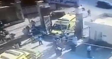 فيديو.. عناد سائقى إسعاف داخل مستشفى كفر سعد بدمياط يؤدى لتصادم السيارتين