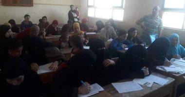432 مواطن يتقدموا لاجتياز اختبارات محو الأمية بالقافلة المتكاملة لجامعة المنيا