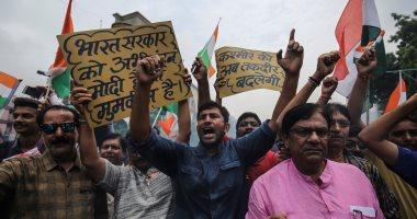 احتفالات المواطنين بقرار إلغاء الحكم الذاتى لكشمير