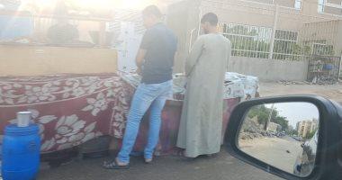 """""""فوضى الباعة الجائلين"""".. شكوى أهالى شارع عباد الرحمن بالنزهة"""