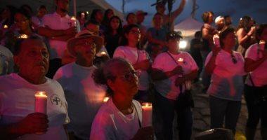 وقفة بالشموع على أرواح ضحايا حادث إطلاق النار الجماعى فى تكساس