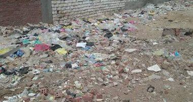 قارئ يشكو من انتشار القمامة والمخلفات بقرية بيبان كوم حمادة بالبحيرة