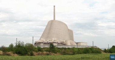 شاهد.. لحظة انهيار برج لمفاعل نووى فى ألمانيا