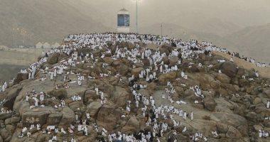 سقوط أمطار كثيفة على جبل عرفات بسبب تغيرات المناخ اليوم السابع