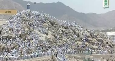 لبيك اللهم البيك جبل عرفات سمى بجبل الرحمة والوقوف به أهم مناسك