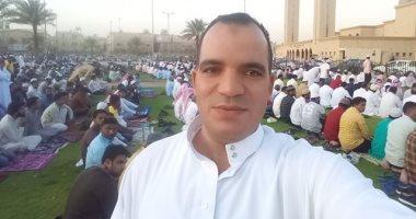 """""""أكرم"""".. مصرى بالسعودية يشارك بصورة من صلاة العيد فى مدينة الجبيل"""