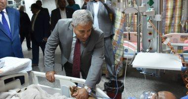 محافظ أسوان يقدم التهنئة للمرضى بالمستشفيات ويستقبل المهنئين
