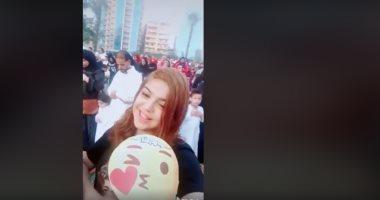 فتاة تنشر فيديو مستفز أثناء تأدية صلاة العيد