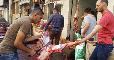 صور.. بدء ذبح الأضاحى بأسيوط بمحلات الجزارة والمجازر الحكومية