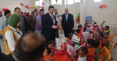 محافظ القليوبية يشارك الأيتام والمرضى فرحة عيد الأضحى المبارك