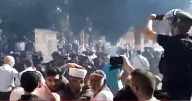 شاهد..لحظة اعتداء قوات الاحتلال الإسرائيلى على المصلين فى المسجد الأقصى