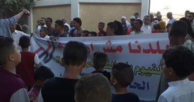وقفة لأهالى الفيوم يتبرأون من منفذ حادث معهد الأورام وينددون بإرهاب الإخوان