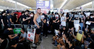 تجمع محتجين بمطار هونج كونج وسلطات الميناء الجوى تلغى الرحلات