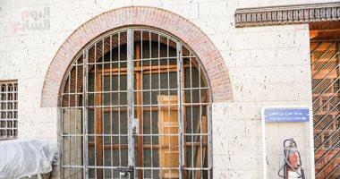 صور.. مخلفات الوطاويط على حوائط المتحف القبطى.. والآثار: قضينا عليها