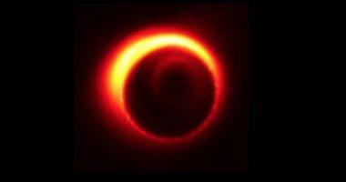 توهج الثقب الأسود الأقرب للأرض بصورة غريبة.. والعلماء محتارون