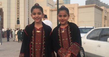 قارئ يشارك بصورة لاحتفال ابنتيه بالعيد فى الإمارات
