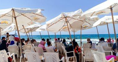 «على شط بحر الهوى».. شواطئ إسكندرية تستقبل المصيفين فى ثانى أيام عيد الأضحى