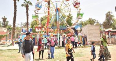 صور.. حدائق أسيوط تستقبل المواطنين ورحلات نيلية وعروض فنية فى ثانى أيام العيد