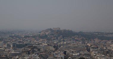 اليونان تكافح حريق غابات على جزيرة إيفيا والدخان يغطى سماء أثينا