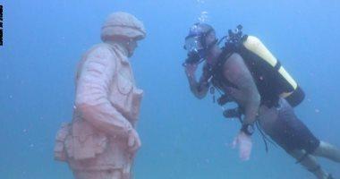 شاهد.. افتتاح أول نصب تذكارى لقدامى المحاربين الأمريكيين تحت الماء