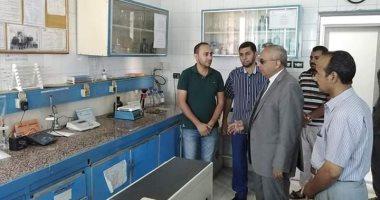 صور.. رئيس مركز ملوى بالمنيا يتفقد الخدمات الطبية بالمستشفى العام